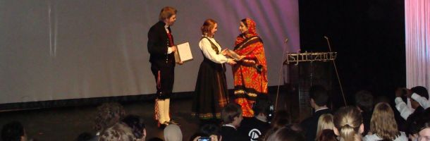 rabab_receives_award_610.jpg